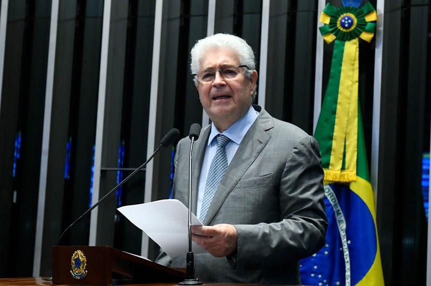 Plenário do Senado Federal durante sessão deliberativa extraordinária.   Em discurso, à tribuna, senador Roberto Requião (MDB-PR).  Foto: Marcos Oliveira/Agência Senado