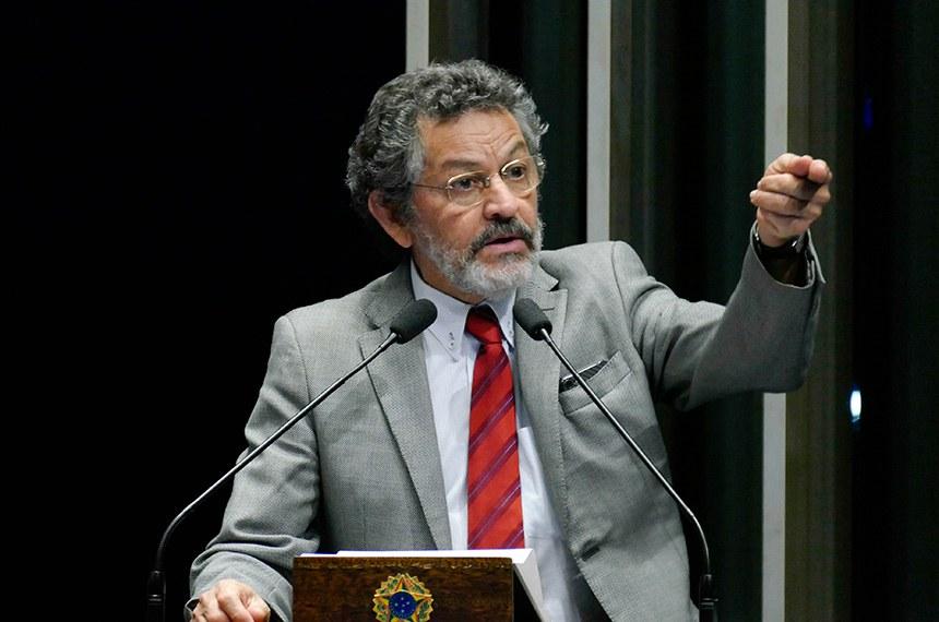 Plenário do Senado Federal durante sessão não deliberativa.   Em discurso, à tribuna, senador Paulo Rocha (PT-PA).  Foto: Roque de Sá/Agência Senado