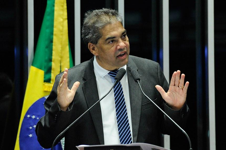 Plenário do Senado Federal durante sessão não deliberativa.   Em discurso, à tribuna, senador Hélio José (Pros-DF).  Foto: Geraldo Magela/Agência Senado