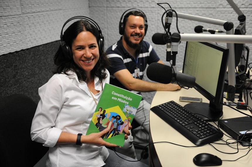 Equipe da Rádio Senado faz audiolivro da 'Constituição em Miúdos'  Foto: Flavio Lacerda /Senado Federal