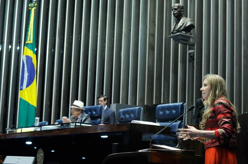 Plenário do Senado Federal durante sessão deliberativa extraordinária.   À mesa, senador Antonio Carlos Valadares (PSB-SE) conduz sessão.  Em discurso, à tribuna, senadora Vanessa Grazziotin (PCdoB-AM).  Foto: Geraldo Magela/Agência Senado