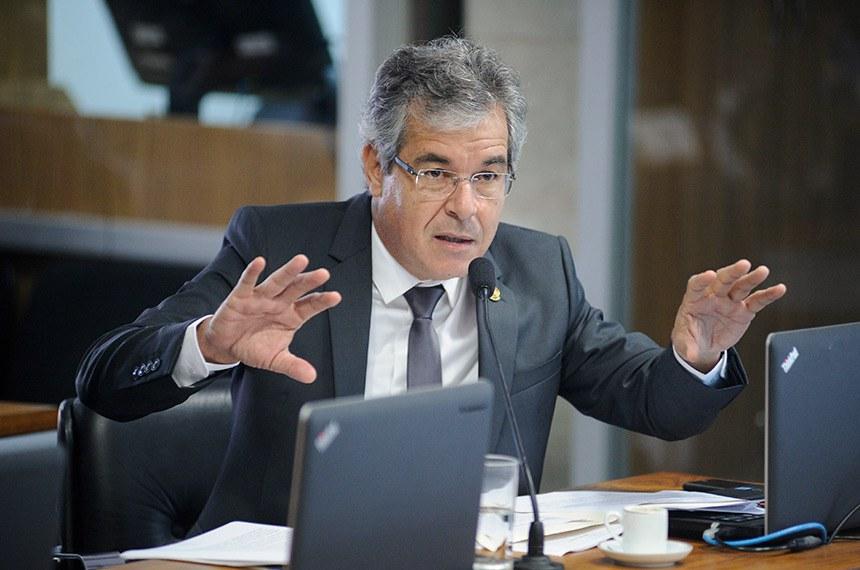 Comissão de Relações Exteriores e Defesa Nacional (CRE) realiza reunião para apreciação de acordos internacionais.  Em pronunciamento, à bancada, senador Jorge Viana (PT-AC).  Foto: Pedro França/Agência Senado