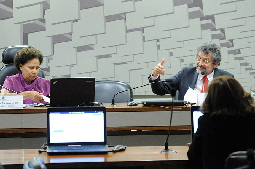 Comissão de Desenvolvimento Regional e Turismo (CDR) realiza reunião para apreciação das emendas ao Projeto de Lei de Diretrizes Orçamentárias (PLDO) 2019.  Mesa: presidente eventual da CDR, senadora Regina Sousa (PT-PI); relator das emendas LDO 2019, senador Paulo Rocha (PT-PA).  Foto: Geraldo Magela/Agência Senado