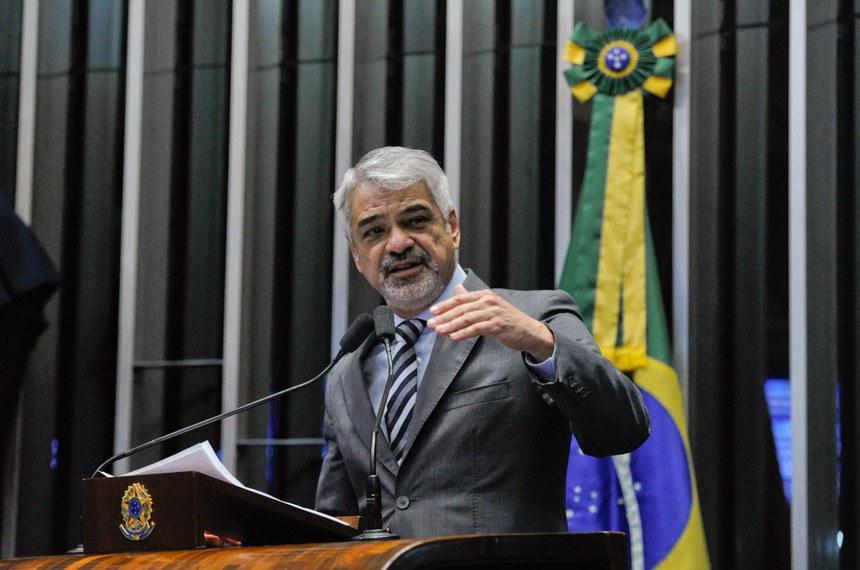Plenário do Senado Federal durante sessão deliberativa ordinária.   Em discurso, à tribuna, senador Humberto Costa (PT-PE).  Foto: Moreira Mariz/Agência Senado