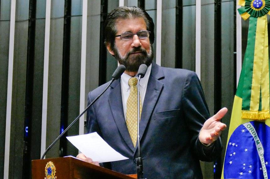 Plenário do Senado Federal durante sessão não deliberativa extraordinária.  Em discurso, à tribuna, senador Valdir Raupp (MDB-RO).  Foto: Roque de Sá/Agência Senado