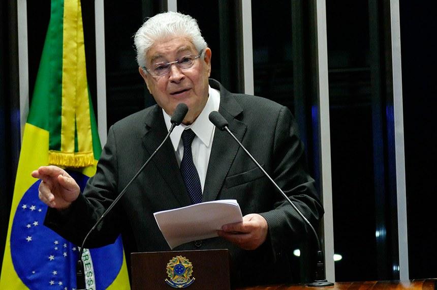 Plenário do Senado Federal durante sessão não deliberativa extraordinária.   Em discurso, à tribuna, senador Roberto Requião (MDB-PR).  Foto: Roque de Sá/Agência Senado