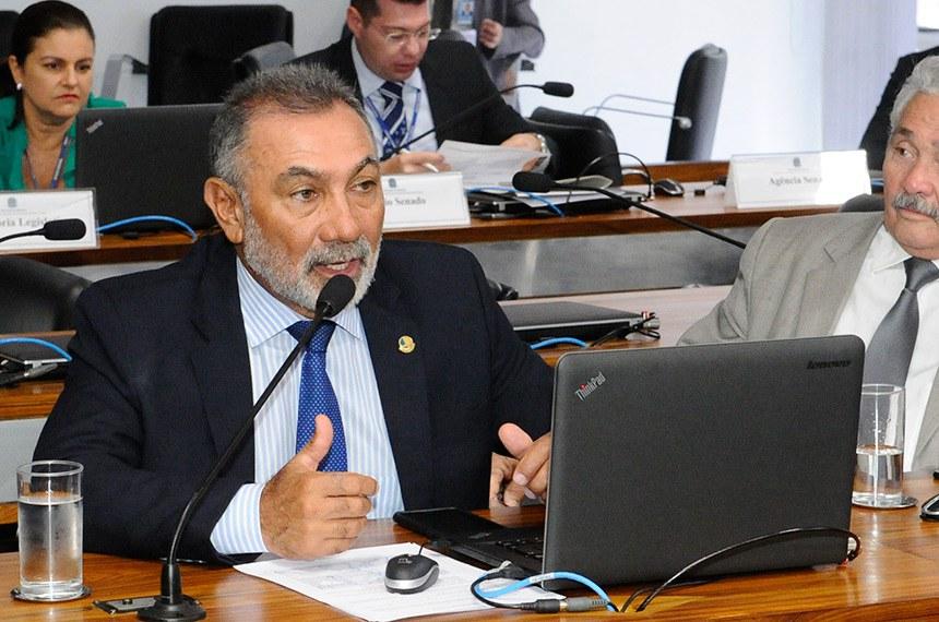 O senador Telmário Mota é autor do PLS 253/2016, que pretende incentivar o uso de energias renováveis