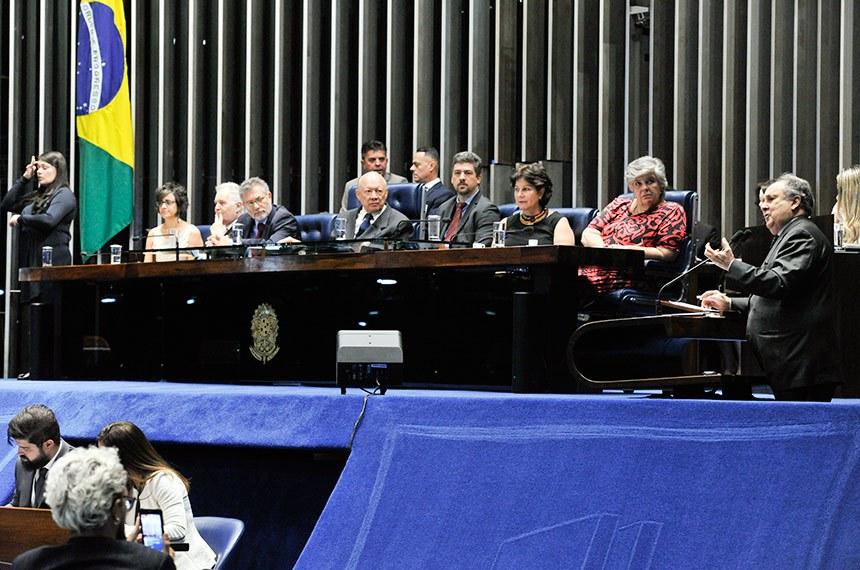 447c2f6c3757c Plenário do Senado Federal durante sessão solene destinada a homenagear  centenário de nascimento do artista plástico