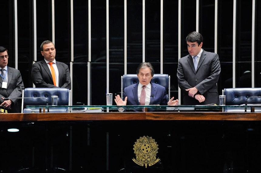 Plenário do Senado Federal durante sessão deliberativa extraordinária.   À mesa, presidente do Senado, senador Eunício Oliveira (MDB-CE) conduz sessão.  Foto: Jonas Pereira/Agência Senado
