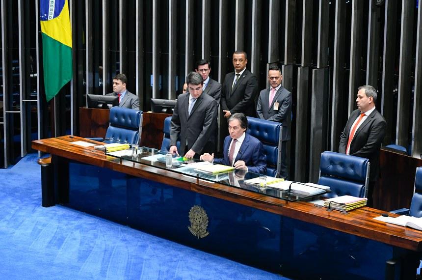 Plenário do Senado Federal durante sessão deliberativa extraordinária.   À mesa, presidente do Senado Federal, senador Eunício Oliveira (MDB-CE), conduz sessão.  Foto: Marcos Oliveira/Agência Senado