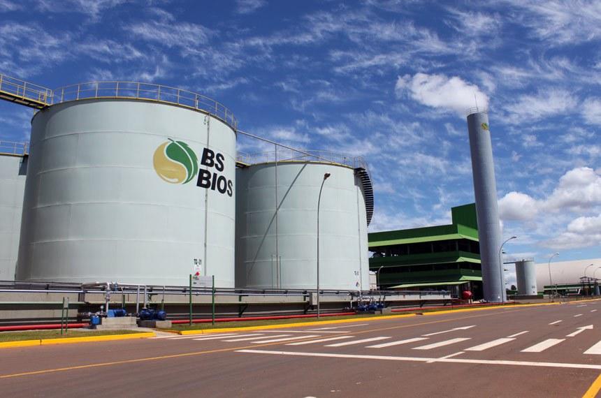 BSBIOS Passo Fundo - RS A unidade de Passo Fundo/RS possui duas plantas industriais: produção de biodiesel e de processamento de grãos.  Unidade de biodiesel e tanques