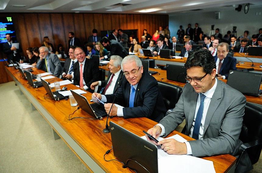 Comissão de Assuntos Econômicos (CAE) realiza reunião com 10 itens. Entre eles, o PLS 188/2010, que estabelece prazo de validade do exame da Ordem dos Advogados do Brasil (OAB).  Bancada: senadora Kátia Abreu (PDT-TO); senadora Simone Tebet (MDB-MS); senador Airton Sandoval (MDB-SP); senador Ciro Nogueira (PP-PI);  senador Fernando Bezerra Coelho (MDB-PE);  senador Elmano Férrer (Pode-PI); senador Otto Alencar (PSD-BA); senador Ricardo Ferraço (PSDB-ES);  senadora Regina Sousa (PT-PI);  senadora Vanessa Grazziotin (PCdoB-AM); senador José Agripino (DEM-RN).  Foto: Pedro França/Agência Senado