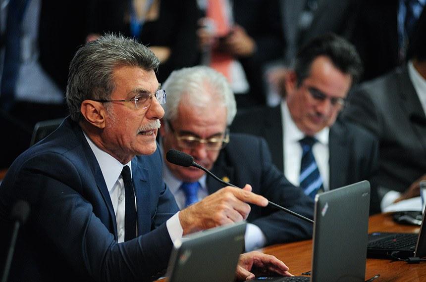 Comissão de Assuntos Econômicos (CAE) realiza reunião deliberativa com 10 itens. Entre eles, o PLS 188/2010, que estabelece prazo de validade do exame da Ordem dos Advogados do Brasil (OAB).   À bancada em pronunciamento, senador Romero Jucá (MDB-RR).  Foto: Pedro França/Agência Senado