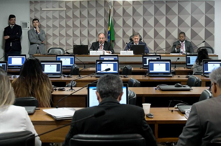 Comissão Mista da Medida Provisória (CMMPV) nº 840 de 2018, (cria cargos na segurança pública): apreciação de relatório.  Mesa:  relator da CMMPV 840/2018, senador Fernando Bezerra Coelho (MDB-PE); presidente da CMMPV 840/2018, deputado Aluisio Mendes (Pode-MA).  Foto: Waldemir Barreto/Agência Senado