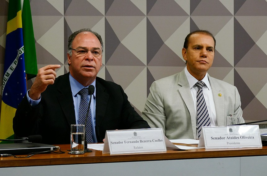 CPI dos Cartões de Crédito 2018 (CPICC) realiza reunião deliberativa para apresentação do relatório.  Mesa:  relator da CPICC, senador Fernando Bezerra Coelho (MDB-PE);  presidente da CPICC, senador Ataídes Oliveira (PSDB-TO).  Foto: Roque de Sá/Agência Senado