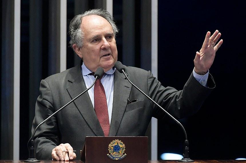 Plenário do Senado Federal durante sessão deliberativa ordinária.   Em discurso, senador Cristovam Buarque (PPS-DF).  Foto: Waldemir Barreto/Agência Senado