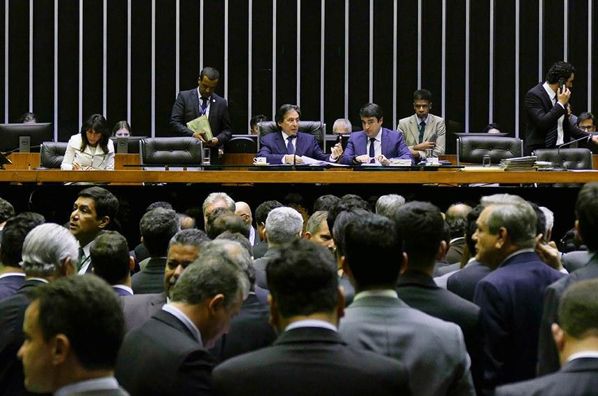 Eunício Oliveira preside a Sessão do Congresso em que os parlamentares aprovaram a LDO para 2019 e créditos suplementares ao Orçamento