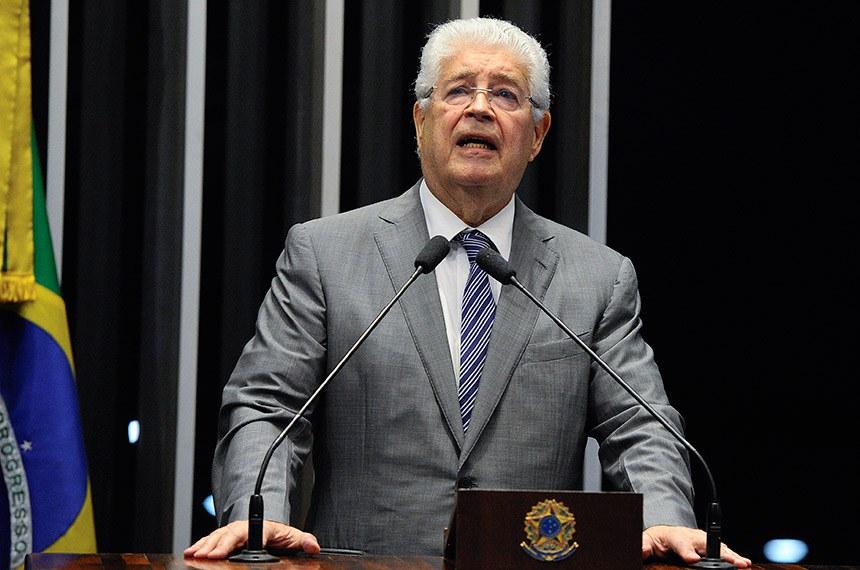 Plenário do Senado Federal durante sessão não deliberativa extraordinária.   Em discurso, à tribuna, senador Roberto Requião (MDB-PR).  Foto: Edilson Rodrigues/Agência Senado