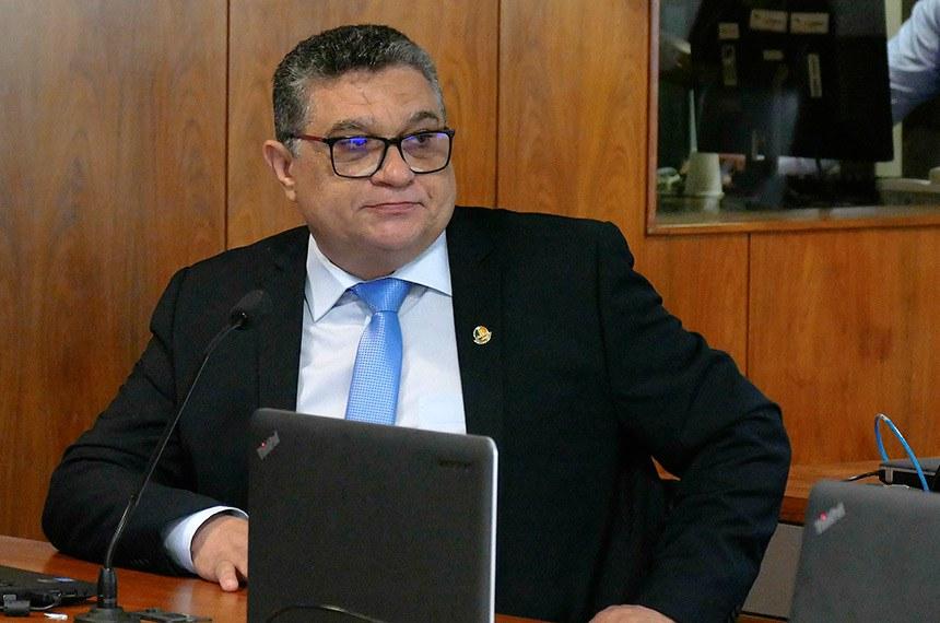 Comissão de Relações Exteriores (CRE) realiza reunião para apreciação de acordos internacionais.  À bancada, em pronunciamento, senador Rudson Leite (PV-RR).  Foto: Roque de Sá/Agência Senado