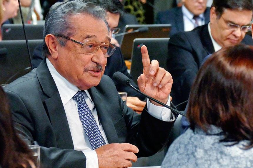 Relator do texto na CCJ, José Maranhão defende maior facilidade para obtenção de porte de arma