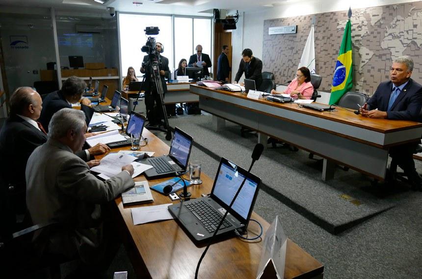 Comissão de Desenvolvimento Regional e Turismo (CDR) realiza reunião com 9 itens na pauta. Entre eles, o PLS 68/2016, que trata de isenção de imposto para Zona Franca Verde.  Mesa: presidente da CDR, senadora Fátima Bezerra (PT-RN); senador Sérgio Petecão (PSD-AC).  Foto: Roque de Sá/Agência Senado