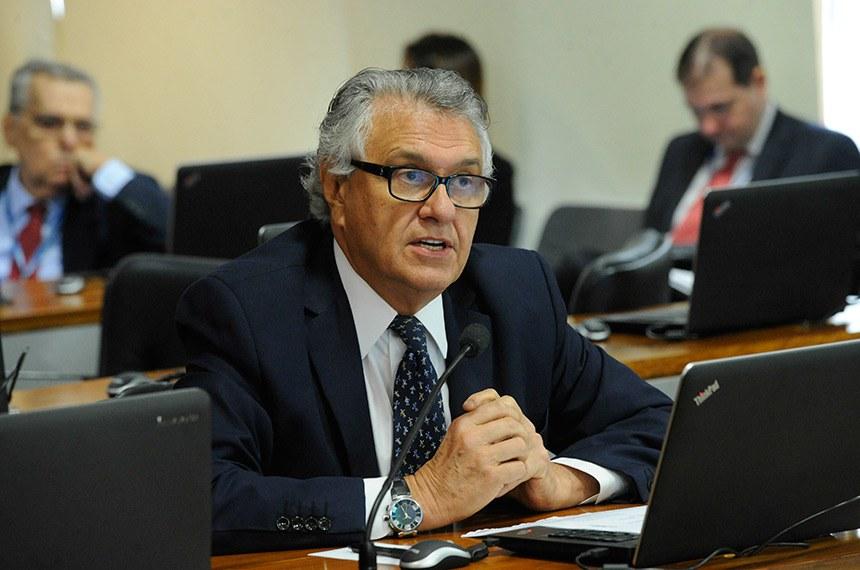 O senador Ronaldo Caiado (DEM-GO) é o autor da proposta