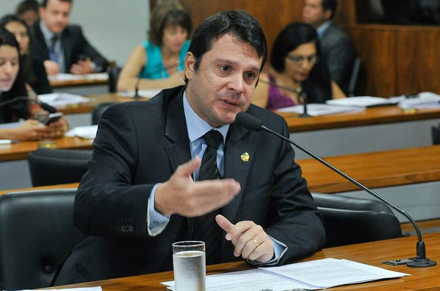 O senador Reguffe (sem partido-DF) é o autor da proposta