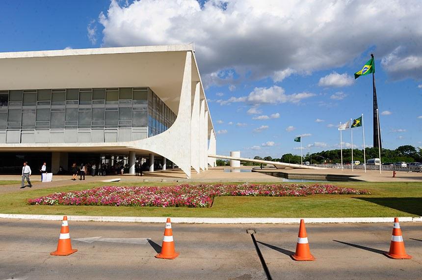 Palácio do Planalto, Praça dos Três Poderes. Ao fundo, Mastro da Bandeira.  Foto: Jonas Pereira/Agência Senado