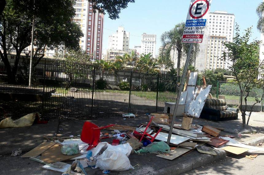 14/09/2017- São Paulo- SP, Brasil- Lixo acumulado na rua Sebastião Pereira, em São Paulo Foto: Fernanda Carvalho/Fotos Publicas
