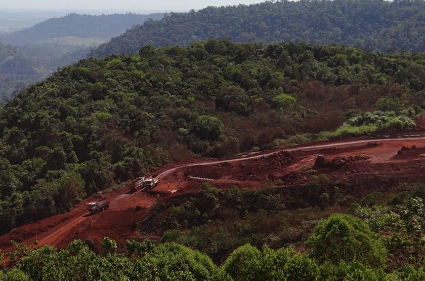 Atividade de mineração na região amazônica. Um quarto da Flona é zona de mineração