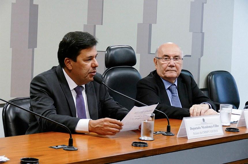 Comissão Mista da Medida Provisória (CMMPV) nº 830, de 2018, que extingue o Fundo Soberano do Brasil, criado pela Lei nº 11.887, de 24 de dezembro de 2008, e o Conselho Deliberativo do Fundo Soberano do Brasil, realiza reunião para apreciação do plano de trabalho.   Mesa:  relator da CMMPV 830/2018, deputado Mendonça Filho (DEM-PE);  presidente da CMMPV 830/2018, senador Flexa Ribeiro (PSDB-PA).  Foto: Roque de Sá/Agência Senado