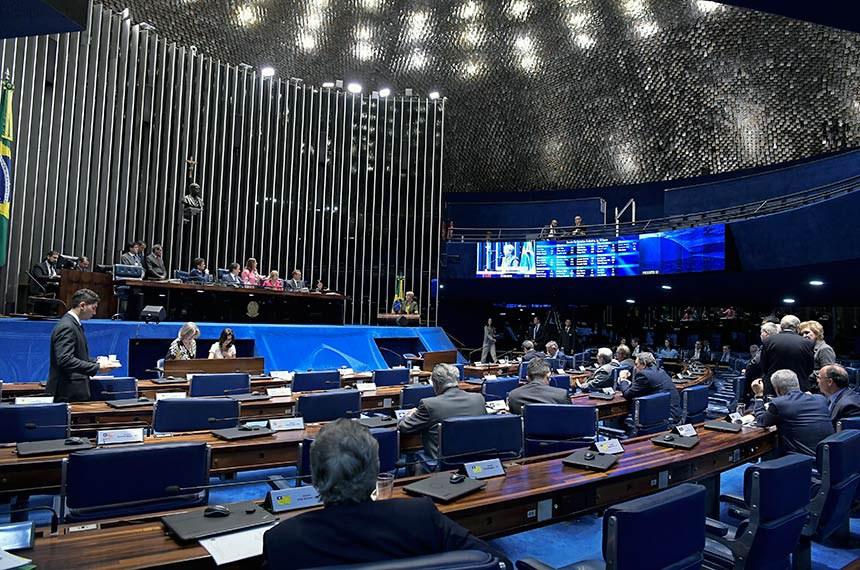 Plenário do Senado Federal durante sessão deliberativa ordinária. Ordem do dia.   Em discurso, à tribuna, senadora Ana Amélia (PP-RS).  Mesa: senador Gladson Cameli (PP-AC); presidente do Senado, senador Eunício Oliveira (MDB-CE);  deputada Gorete Pereira (PR-CE); deputada Soraya Santos (PMDB-RJ); senador Wellington Fagundes (PR-MT).  Foto: Waldemir Barreto/Agência Senado