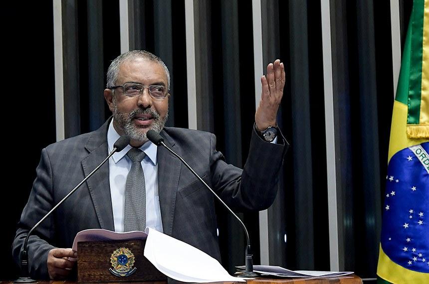 Plenário do Senado Federal durante sessão deliberativa ordinária.   À tribuna em discurso, senador Paulo Paim (PT-RS).  Foto: Waldemir Barreto/Agência Senado