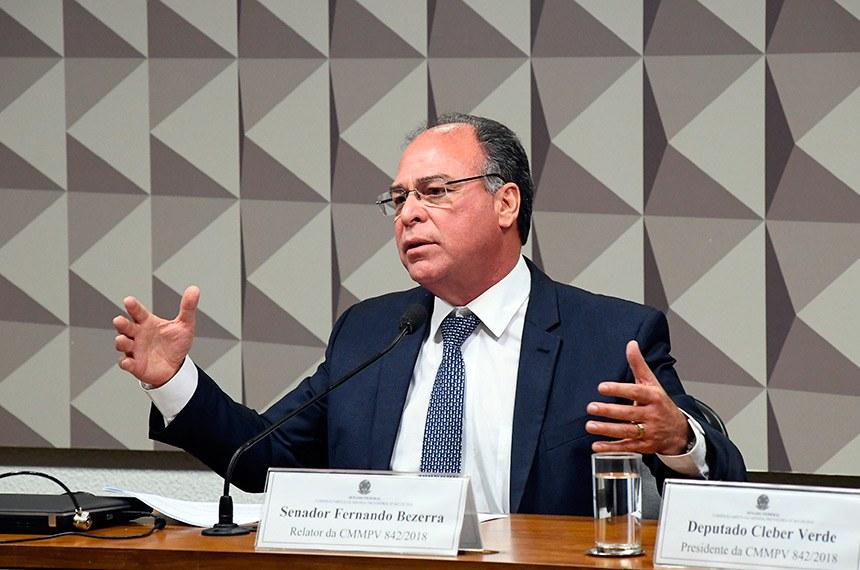 Comissão Mista da Medida Provisória (CMMPV) nº 842 de 2018 (Crédito Rural: dívidas do Pronaf), realiza reunião de trabalho.   À mesa, em pronunciamento, relator da CMMPV 842/2018, senador Fernando Bezerra Coelho (MDB-PE).  Foto: Marcos Oliveira/Agência Senado