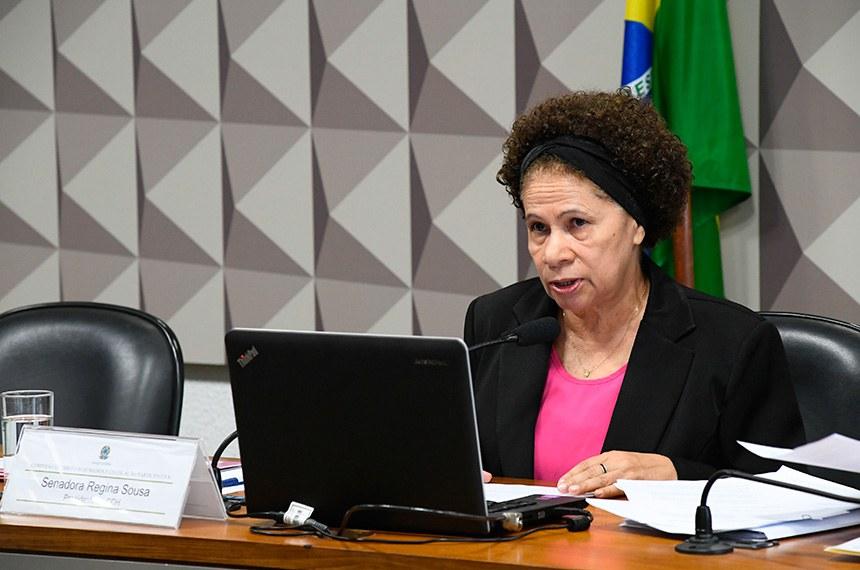 Comissão de Direitos Humanos e Legislação Participativa (CDH) realiza reunião deliberativa com 23 itens na pauta. Entre eles, o PLS 382/2011, que obriga cota de brinquedos para crianças com deficiência em shoppings.   À mesa, presidente da CDH, senadora Regina Sousa (PT-PI).  Foto: Marcos Oliveira/Agência Senado