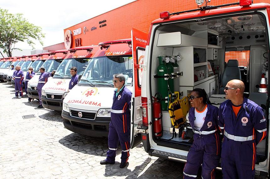 05.02.11  Ministro da Saúde entrega novas ambulâncias para atendimento de emergências do Samu, no Piauí.