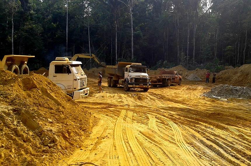 O trecho da BR-319 que passará por obras de manutenção e conservação do Dnit compreende o KM 250 e o KM 655,70 dos 870 quilômetros da rodovia. Ele é localizado nas áreas de florestas mais preservadas ao longo de toda a extensão da rodovia e está próximo de terras indígenas e unidades de conservação. Por isso, sua pavimentação é questionada por ambientalistas, cientistas e organizações da sociedade civil.