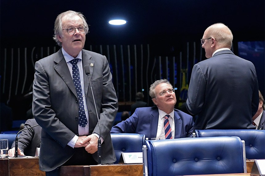 Plenário do Senado Federal durante sessão deliberativa ordinária. Ordem do dia.  Em pronunciamento, à bancada, senador Dalírio Beber (PSDB-SC).  Foto: Waldemir Barreto/Agência Senado