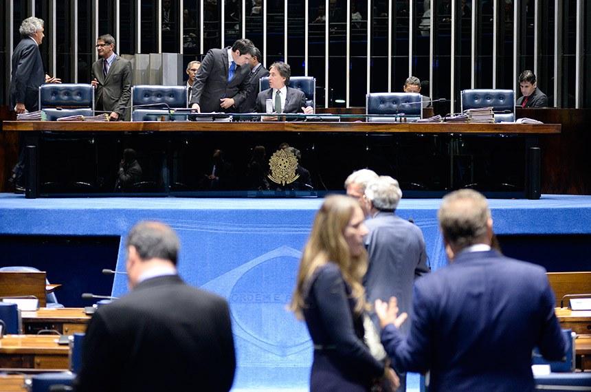 Plenário do Senado Federal durante sessão deliberativa ordinária. Ordem do dia.   À mesa, presidente do Senado Federal, senador Eunício Oliveira (MDB-CE), conduz sessão.  Foto: Jefferson Rudy/Agência Senado
