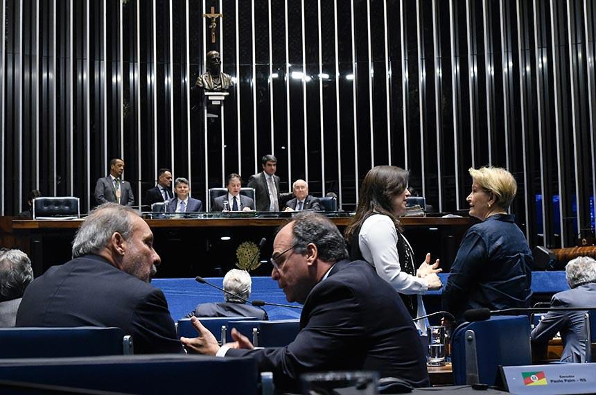 Plenário do Senado Federal durante sessão deliberativa extraordinária.   Mesa:  senador José Medeiros (Pode-MT);  presidente do Senado Federal, senador Eunício Oliveira (MDB-CE);  senador Flexa Ribeiro (PSDB-PA);   Bancada:  senador Armando Monteiro (PTB-PE);  senador Fernando Bezerra Coelho (MDB-PE);  senadora Ana Amélia (PP-RS);  senadora Simone Tebet (MDB-MS).  Foto: Edilson Rodrigues/Agência Senado