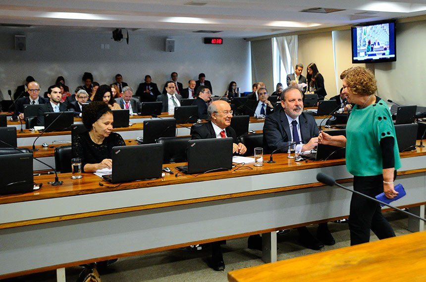 Comissão de Assuntos Econômicos (CAE) realiza reunião para apreciação do relatório de avaliação do Simples Nacional.    Bancada: senadora Regina Sousa (PT-PI); senador José Pimentel (PT-CE); senador Armando Monteiro (PTB-PE);  senadora Lúcia Vânia (PSB-GO);   Foto: Geraldo Magela/Agência Senado