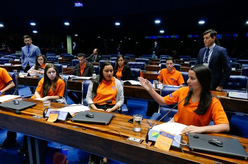 Jovem Senador 2017 - Plenário do Senado durante sessão de votação dos projetos do Programa Senado Jovem Brasileiro 2017.  Em pronunciamento, Willyane Fernanda Barbosa de Pontes (PE).  Foto:Roque de Sá/Agência Senado