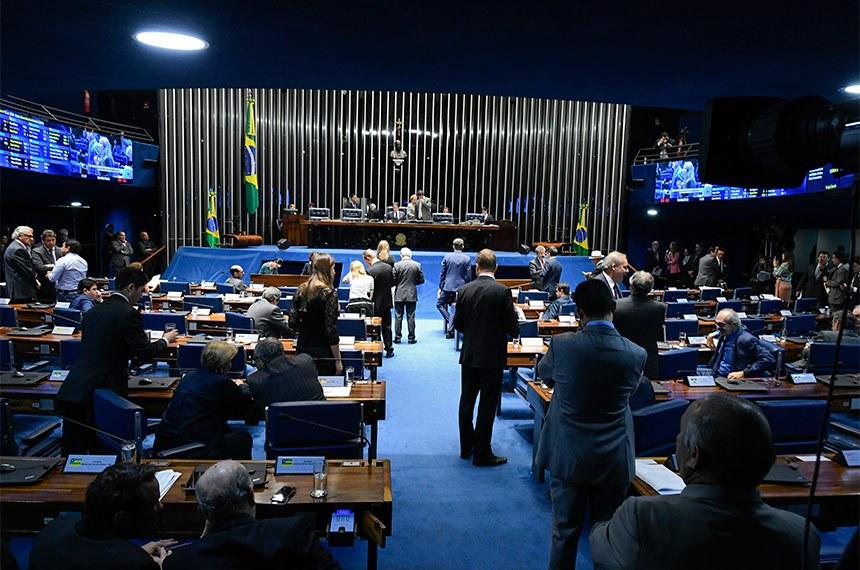 Plenário do Senado Federal durante sessão deliberativa extraordinária.   À mesa, presidente do Senado Federal, senador Eunício Oliveira (MDB-CE), conduz sessão.  Foto: Edilson Rodrigues/Agência Senado
