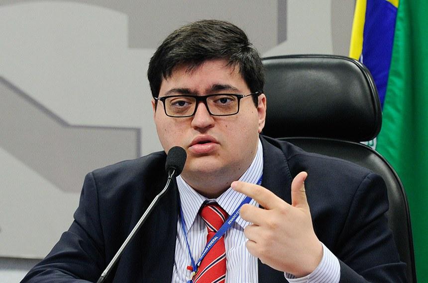 A Instituição Fiscal Independente (IFI) do Senado Federal publica o Relatório de Acompanhamento Fiscal (RAF) de agosto.   Em pronunciamento, diretor-executivo da Instituição Fiscal Independente (IFI), Felipe Salto.   Foto: Marcos Oliveira/Agência Senado