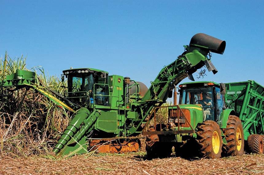 Pesquisa da Unesp aponta que a manutenção da palha da cana-de-açúcar no solo após a colheita ajuda a reduzir as emissões de gases que contribuem para o aquecimento global. Estratégia serve também para prevenir erosões no terreno