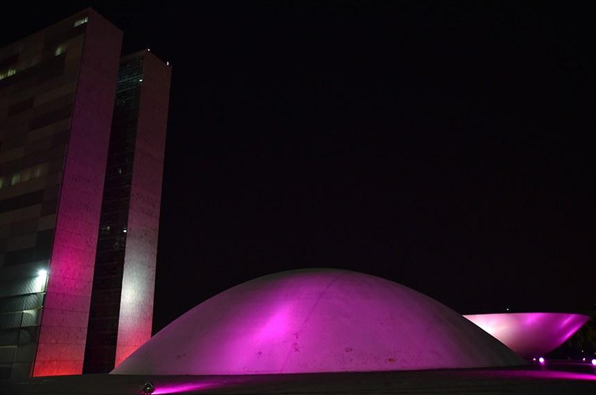 Congresso Nacional recebe iluminação da campanha Outubro Rosa e chama a atenção da sociedade para a prevenção do câncer de mama. A iluminação rosa do Congresso e de edifícios públicos de Brasília marca o início da campanha.  Foto: Pillar Pedreira/Agência Senado