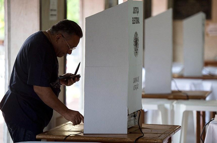Com a presença do Exército nas ruas, eleitores de Fortaleza votam para Governador e Presidente neste segundo turno. (Foto: Marcelo Camargo/Agência Brasil)
