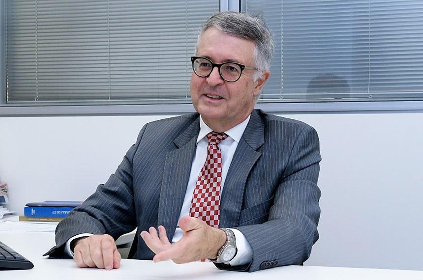 Assessor legislativo do Núcleo de Direito (Ndir) do Senado, Gilberto Guerzoni Filho, concede entrevista.  Foto: Waldemir Barreto/Agência Senado