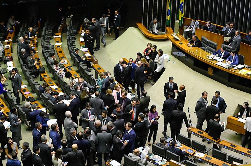 Plenário da Câmara dos Deputados durante sessão conjunta do Congresso Nacional destinada a deliberação da Lei de Diretrizees Orçamentárias (LDO) e créditos suplementares (projetos de Lei do Congresso Nacional nºs 13, 9, 10 e 2 de 2018).  Foto: Marcos Oliveira/Agência Senado