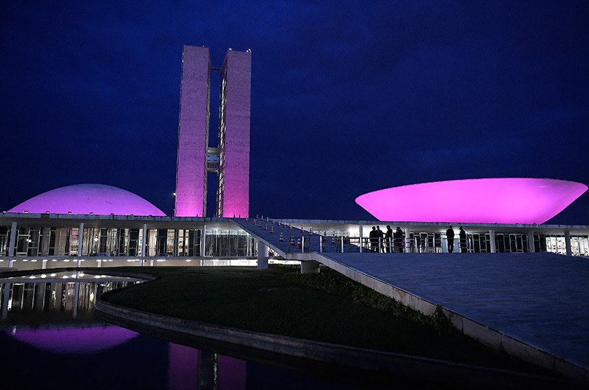 Lançamento da campanha Outubro Rosa marca oficialmente o início das atividades de prevenção ao câncer de mama.   O Palácio do Congresso Nacional ganha uma iluminação especial cor-de-rosa.   Foto: Waldemir Barreto/Agência Senado